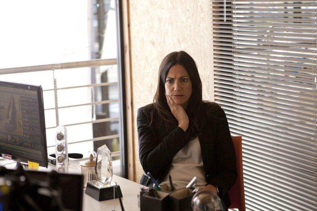 Dumm gelaufen: Nachdem Katrin (Bettina Zimmermann) eine Medizin gegen Juckreiz eingenommen hat, verliert sie die Fähigkeit die Unwahrheit zu sagen.... - Bildquelle: Charlie Sperring SAT.1