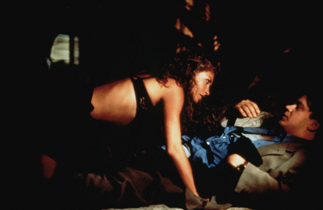 Danielle (Rebecca Gayheart, l.) will Nick Beame (Tim Robbins, r.) schon lange an die Wäsche ? soll sie nun wirklich bekommen, was sie schon so sehr... - Bildquelle: Buena Vista International