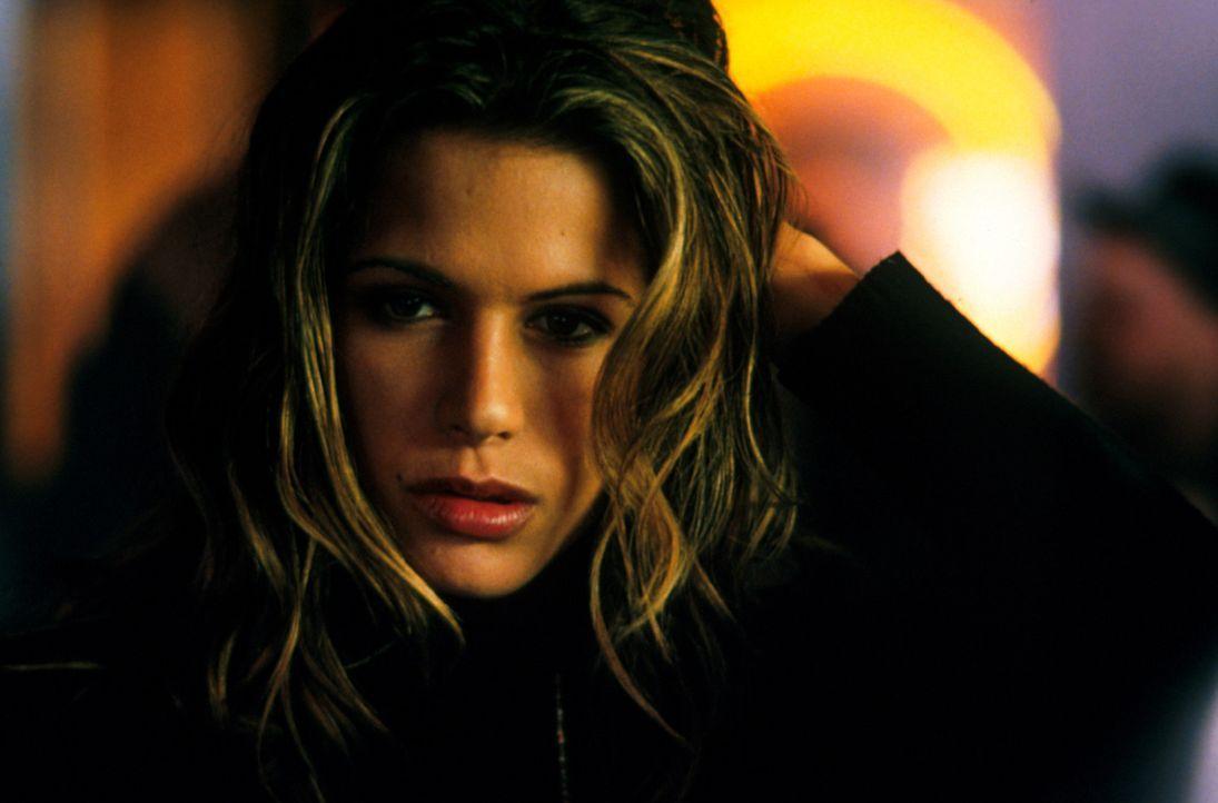 Die Prostituierte Geraldine (Rhona Mitra) hatte eine Affaire mit Jacks Bruder. Weiß sie mehr als sie zugibt? - Bildquelle: Warner Bros.