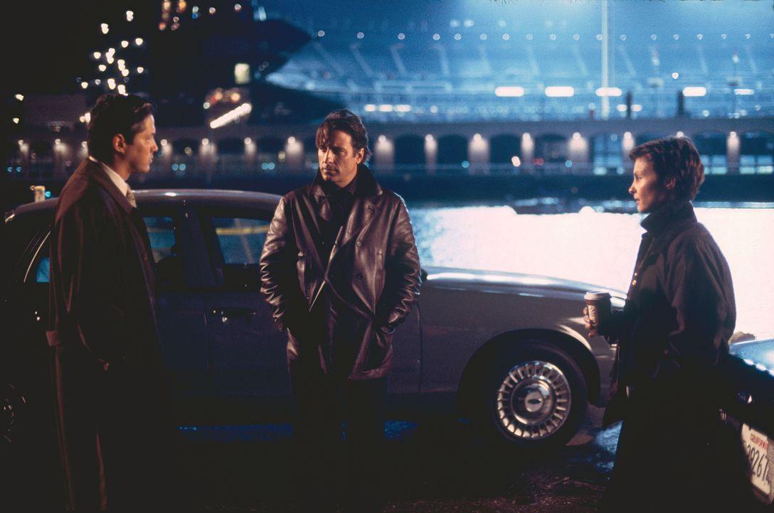Lieutenant Tong (Russell Wong, l.) möchte, dass die Polizistin Jessica Shepard (Ashley Judd, r.) vorerst vom Dienst zurücktritt. Ihr Kollege, Mike D... - Bildquelle: Paramount Pictures