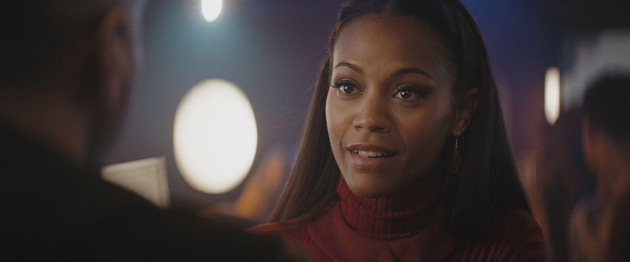 Uhura (Zoë Saldana) hat ein Auge auf den Vulkanier Spock geworfen ... - Bildquelle: Paramount Pictures