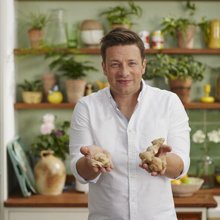Die richtige Ernährung kann unser Leben nicht nur verändern, sondern es auch verlängern. Nach seiner Reise durch die Welt kehrt Jamie Oliver in die... - Bildquelle: Matt Russell 2015 Jamie Oliver Enterprises Limited
