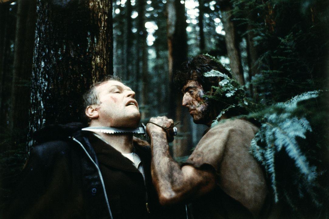 Sheriff Teasle (Brian Dennehy, l.) erlebt einige Überraschungen: Vietnamveteran Rambo (Sylvester Stallone, r.) liefert ihm einen gnadenlosen Kampf .... - Bildquelle: 1982 STUDIOCANAL. All Rights Reserved.