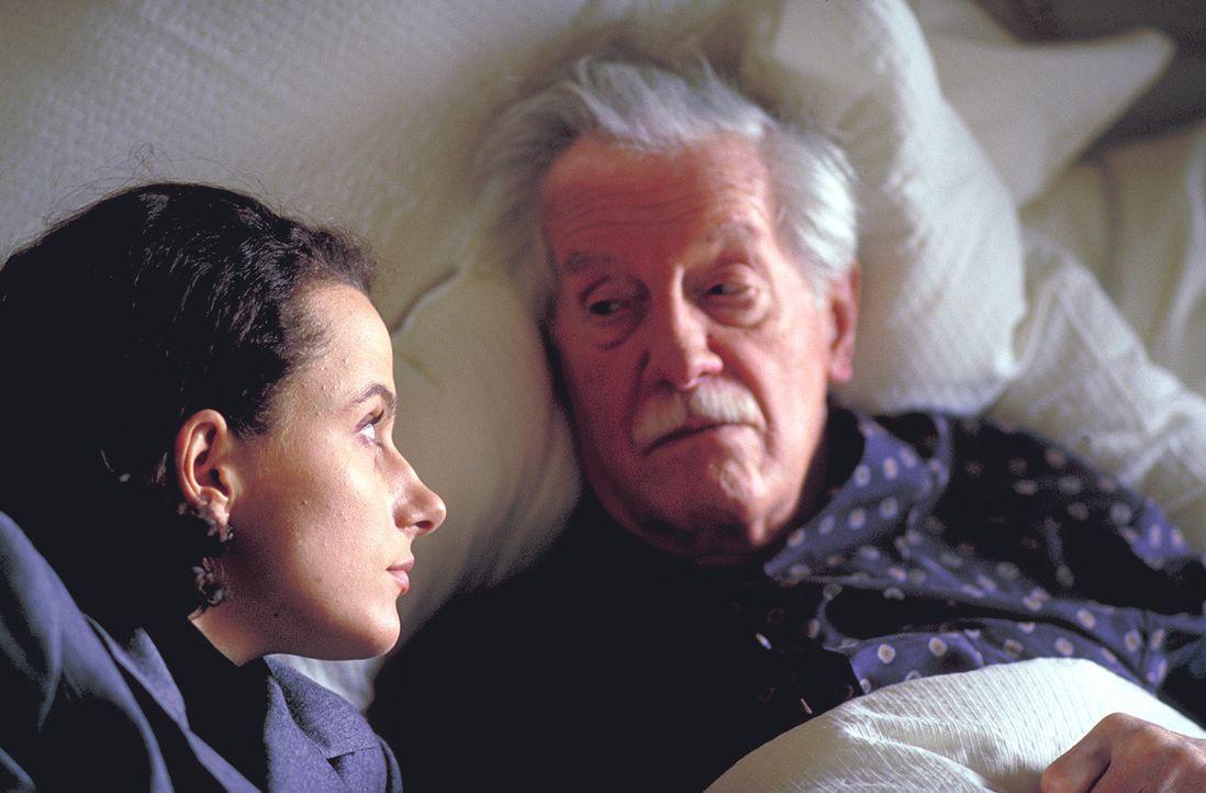 """Anna (Claudia Michelsen, l.) ist überzeugt, dass der """"Schlitzer"""" ihr auf den Fersen ist. Doch bei der Polizei stößt sie auf taube Ohren. Nur ihr sch... - Bildquelle: Frank Lemm ProSieben"""