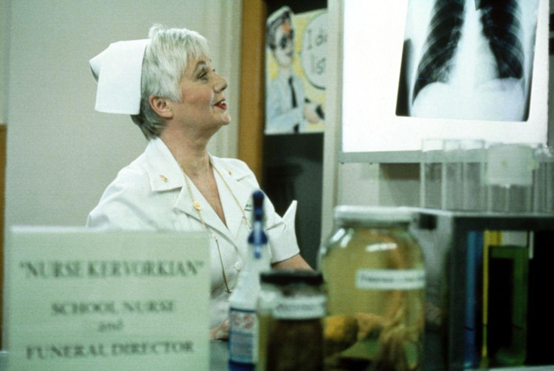 Krankenschwester Kevorkian (Shirley Jones) kann sich über mangelnde Arbeit nicht mehr beklagen ... - Bildquelle: USA Network Inc.