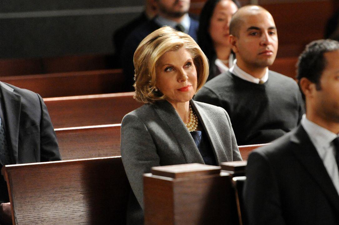 Diane (Christine Baranski, l.) trifft auf eine alte Liebe ... - Bildquelle: David M. Russell 2013 CBS Broadcasting, Inc. All Rights Reserved