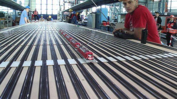 Klein zieht Groß: Der Lok-Weltrekord