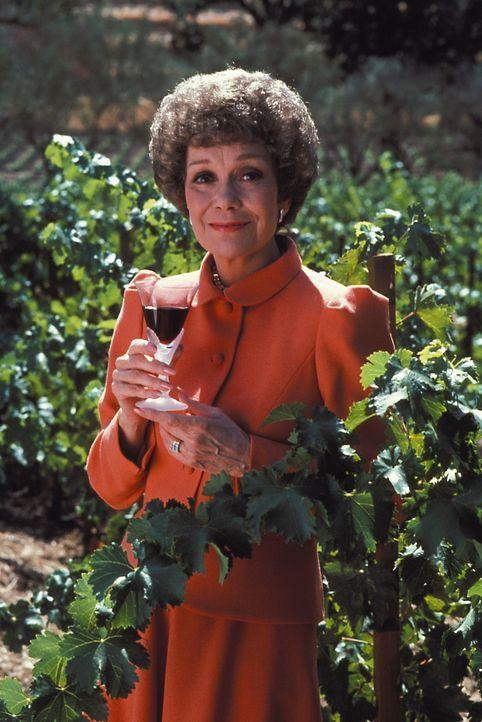 (1. Staffel) - Der Wein ist ihr Leben und dafür nimmt sie einiges in Kauf: Angela (Jane Wyman) hat bereits das Sagen auf Falcon Crest, doch das ist... - Bildquelle: Warner Brothers