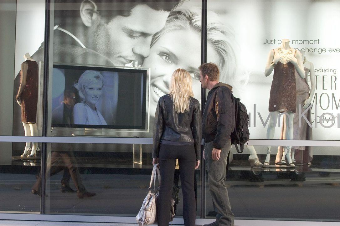 Lincoln (Ewan McGregor, r.) und Jordan (Scarlett Johansson, l.) entdecken, dass sie Klone sind, die nur so lange leben dürfen, bis sie als menschli... - Bildquelle: Warner Bros. Television