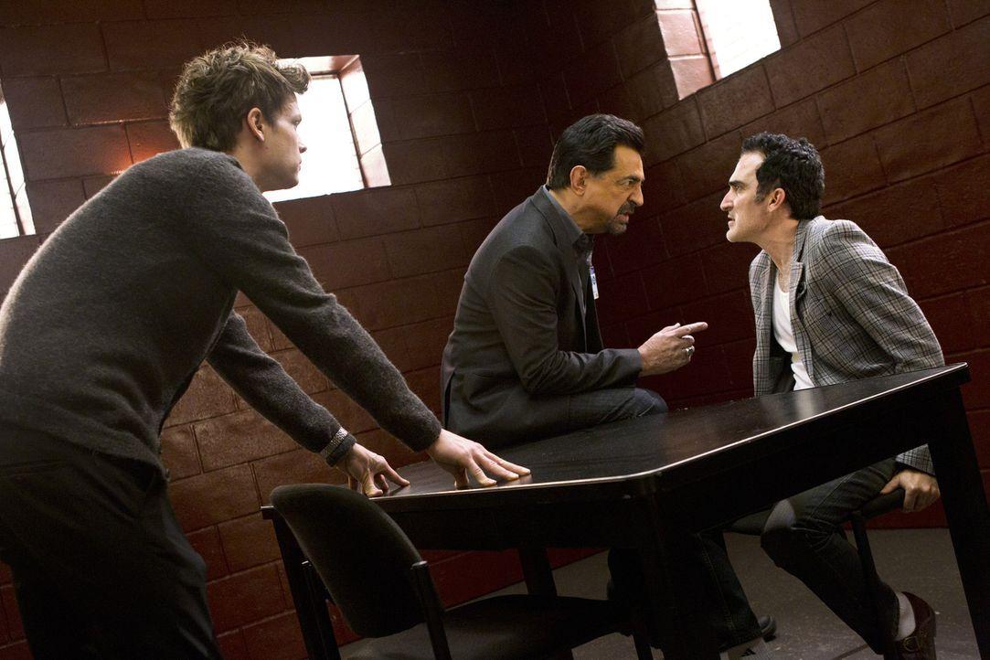 Noch steht das Team vor einem Rätsel, doch Rossi (Joe Mantegna, M.) und Reid (Matthew Gray Gubler, l.) versuchen alles, um von Jack Fahey (Patrick... - Bildquelle: ABC Studios