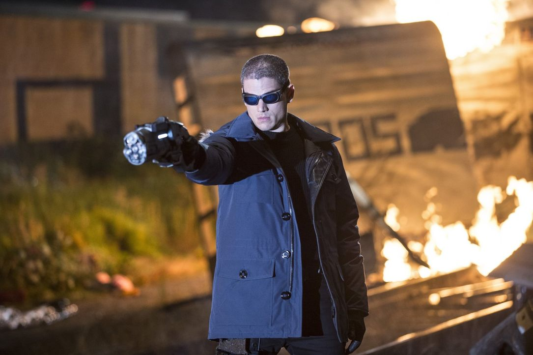 Flash kämpft gegen Captain Cold (Wentworth Miller), der plant den Kahndaq Dynasty Diamanten zu stehlen. Die Dinge werden allerdings bedrohlicher als... - Bildquelle: Warner Brothers.