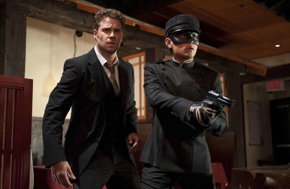 """Als """"The Green Hornet"""" nehmen sich Britt (Seth Rogen, l.) und Kato (Jay Chou, r.) der fiesesten Verbrecher von L.A. an ... - Bildquelle: Motion Picture   2011 Columbia Pictures Industries, Inc. All Rights Reserved."""
