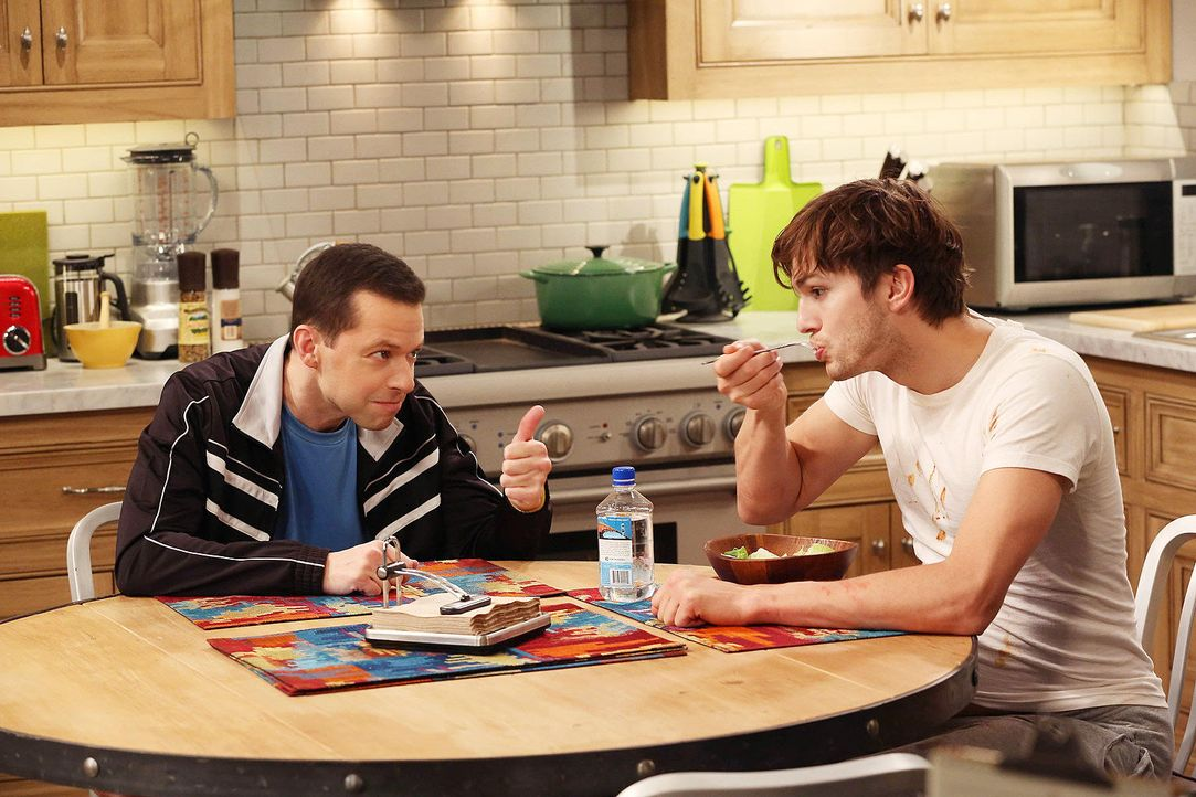 two-and-a-half-men-stf10-epi13-Das-Leben-ist-kein-Musical-04-Warner-Bros-Television.jpg 1536 x 1024 - Bildquelle: Warner Bros. Television