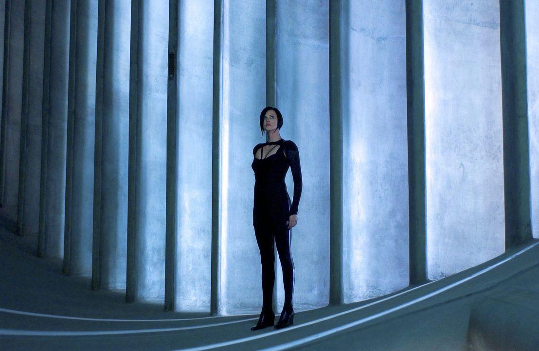 Als ihre Familie brutal ermordet wird, schwört Aeon Flux (Charlize Theron) Rache. Sie wird die Eliteagentin der Rebellion und die tödlichste Waffe... - Bildquelle: 2004 by PARAMOUNT PICTURES. All Rights Reserved.