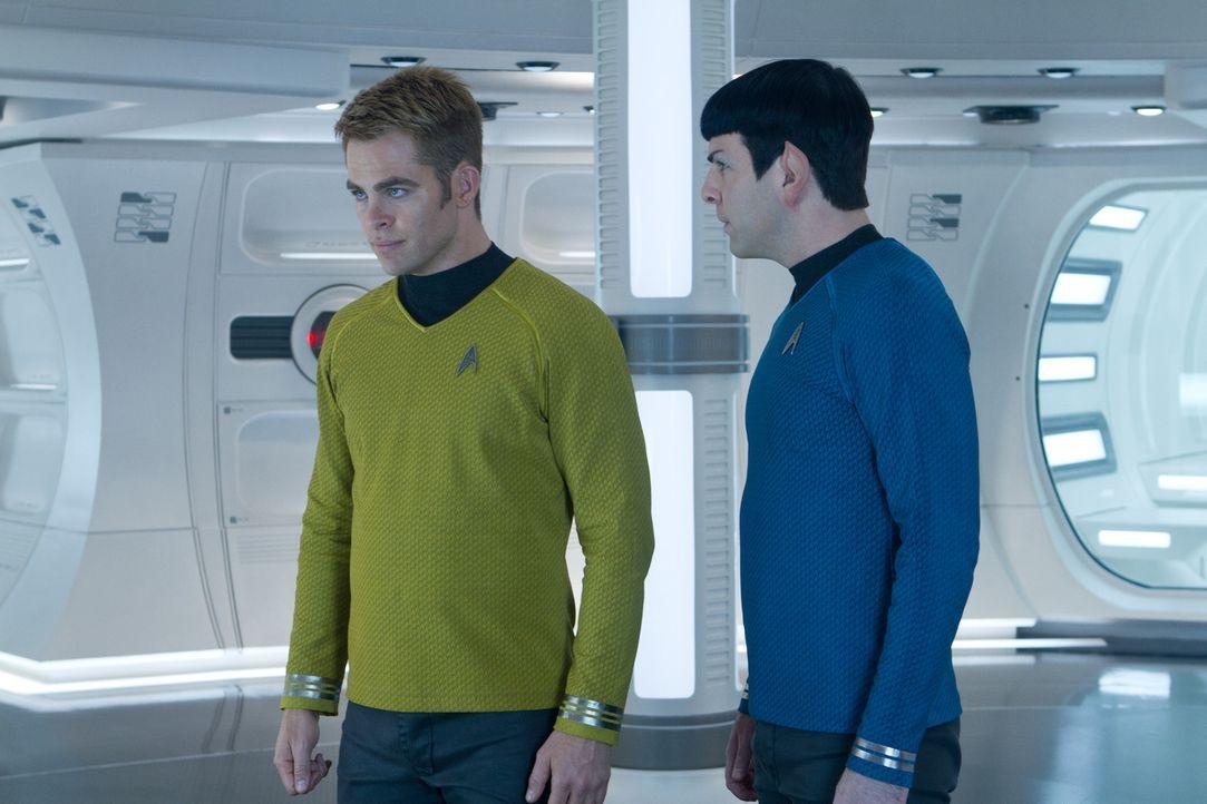 Auf Kirk (Chris Pine, l.) und Spock (Zachary Quinto, r.) wartet ein Abenteuer, das sie beide an den Rand des Todes treibt ... - Bildquelle: Zade Rosenthal 2013 Paramount Pictures.  All Rights Reserved.