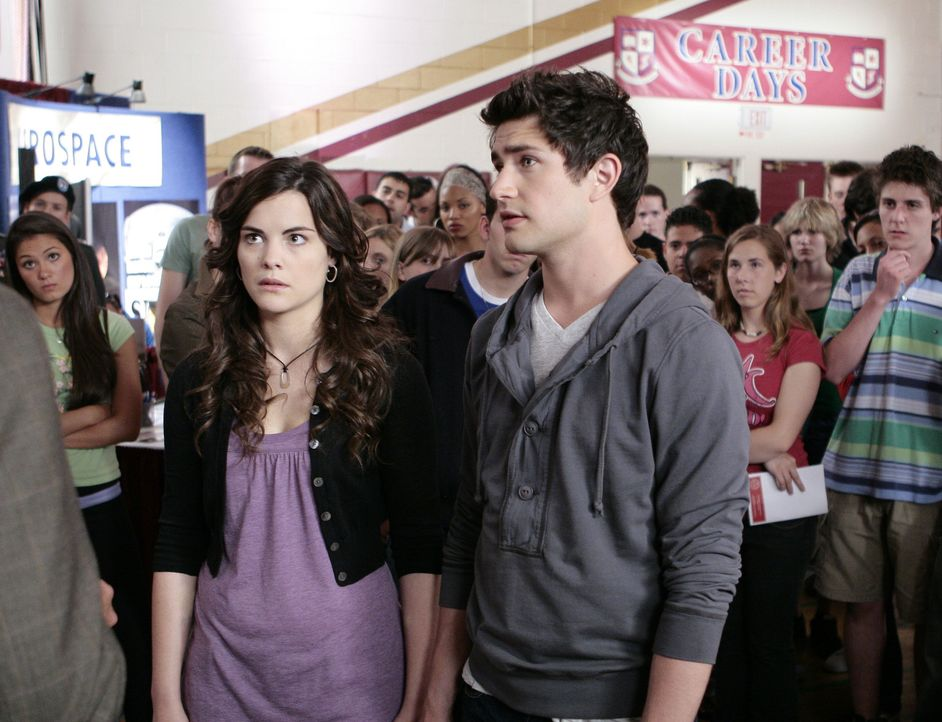 Um Aufmerksamkeit zu erregen, schreckt Jessie (Jaimie Alexander, l.) scheinbar vor nichts zurück. Kyle (Matt Dallas, r.) ist besorgt ... - Bildquelle: TOUCHSTONE TELEVISION
