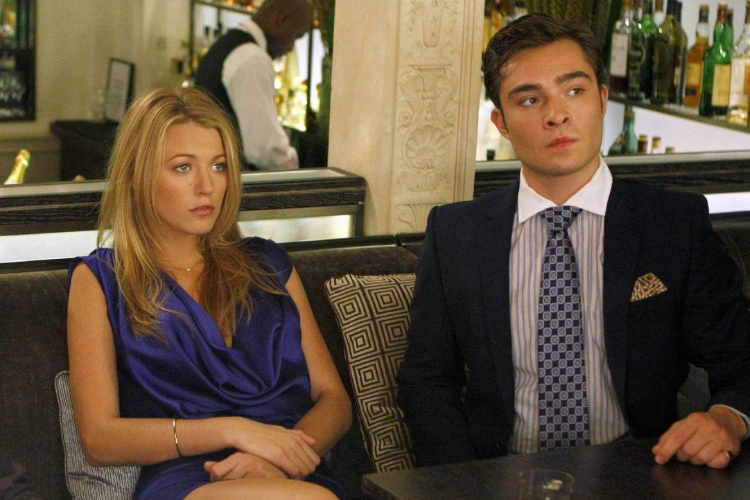 Upps, da hat sich Serena (Blake Lively, l.) wohl verplappert und Chuck (Ed Westwick, r.) den Deal kaputt gemacht ... - Bildquelle: Warner Brothers