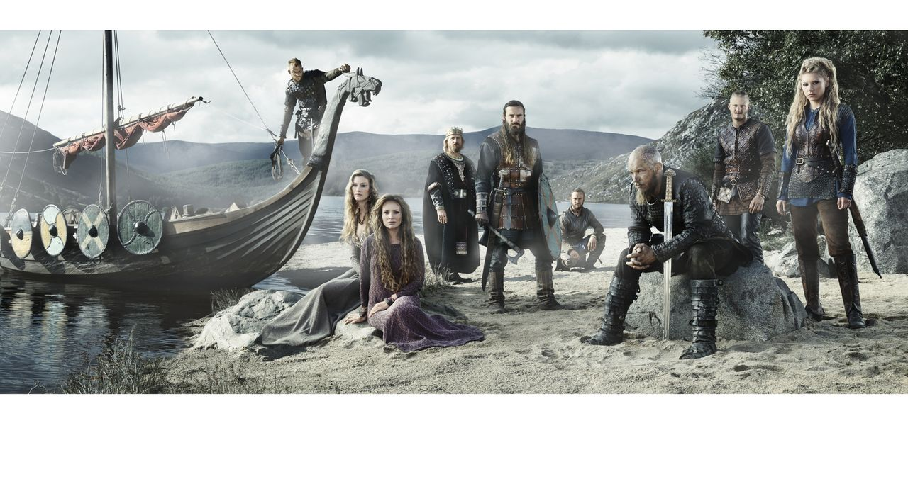 (3. Staffel) - Vikings - der Kampf um Ruhm und Macht geht weiter: Ragnar (Travis Fimmel, 3.v.r.), Rollo (Clive Standen, M.), Lagertha (Katheryn Winn... - Bildquelle: 2015 TM PRODUCTIONS LIMITED / T5 VIKINGS III PRODUCTIONS INC. ALL RIGHTS RESERVED.