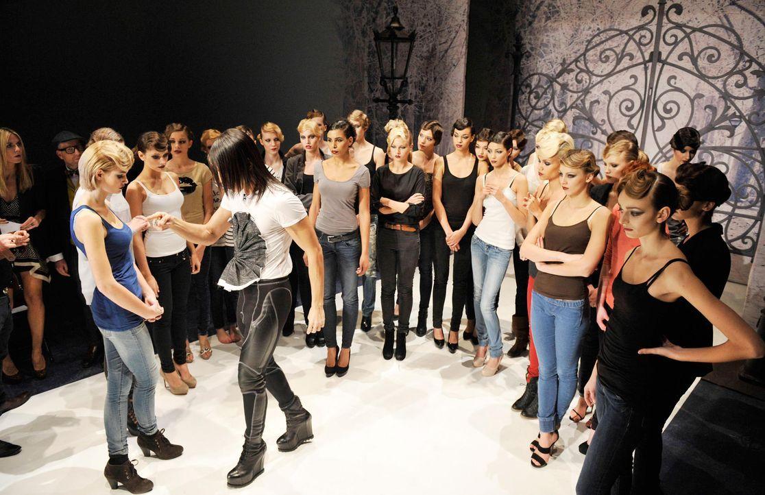 germanys-next-topmodel-stf07-epi01-modenschau-backstage-52-oliver-s-prosiebenjpg 1990 x 1287 - Bildquelle: Oliver S. - ProSieben