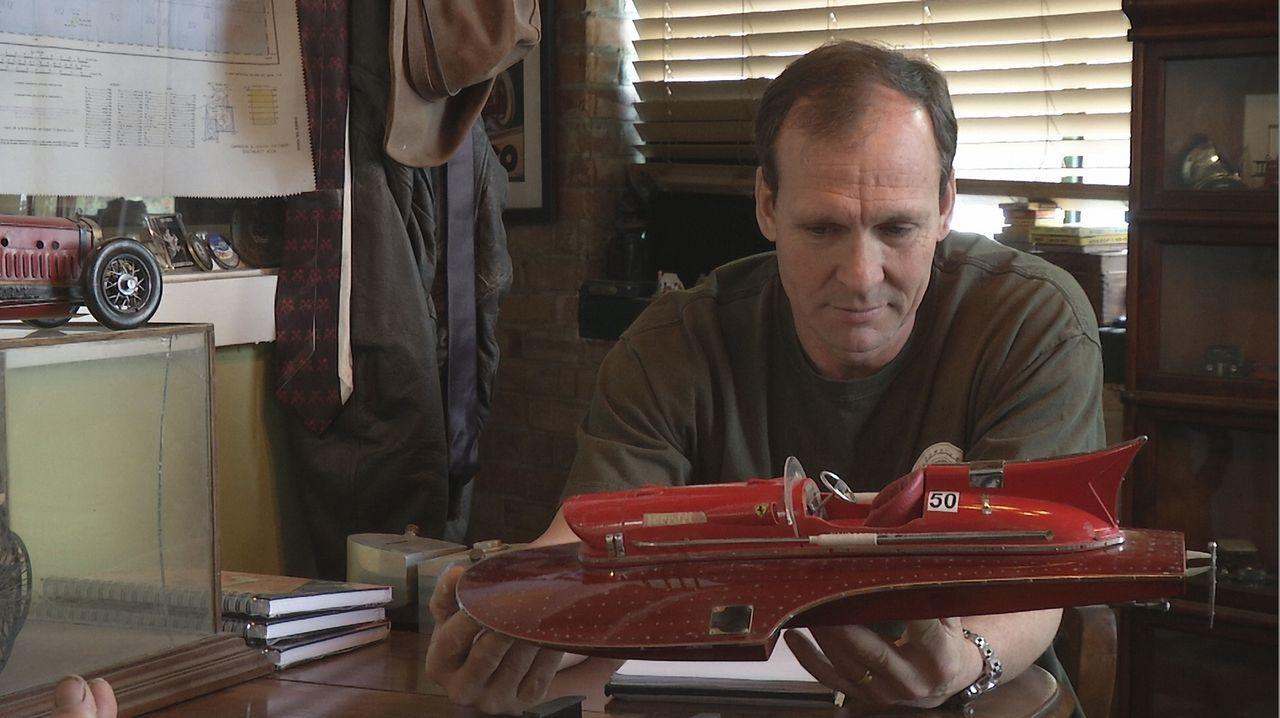 Joe stellt das Fantomworks-Team vor eine interessante Aufgabe - die Nachbildung des legendären Timossi-Wasserflugzeugs aus dem Jahr 1953. Doch das i... - Bildquelle: New Dominion Pictures LLC.