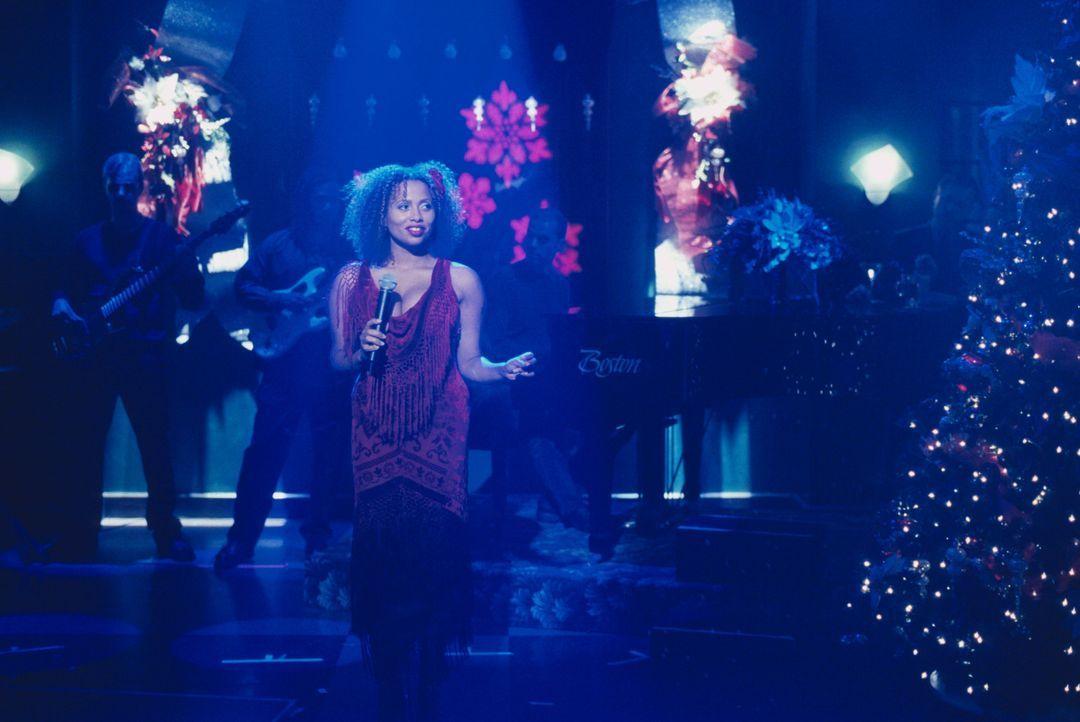 Auf der Weihnachtsfeier der Kanzlei gibt Renee (Lisa Nicole Carson) ihre Gesangskünste zum Besten ... - Bildquelle: 2000 Twentieth Century Fox Film Corporation. All rights reserved.