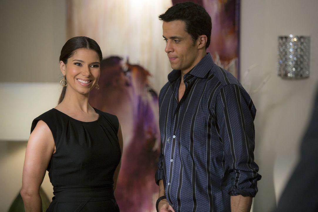 Carmen (Roselyn Sanchez, l.) muss eine schwere Entscheidung treffen, als ihr Alejandro (Matt Cedeno, r.) das Angebot macht, seine Frau zu werden ... - Bildquelle: ABC Studios