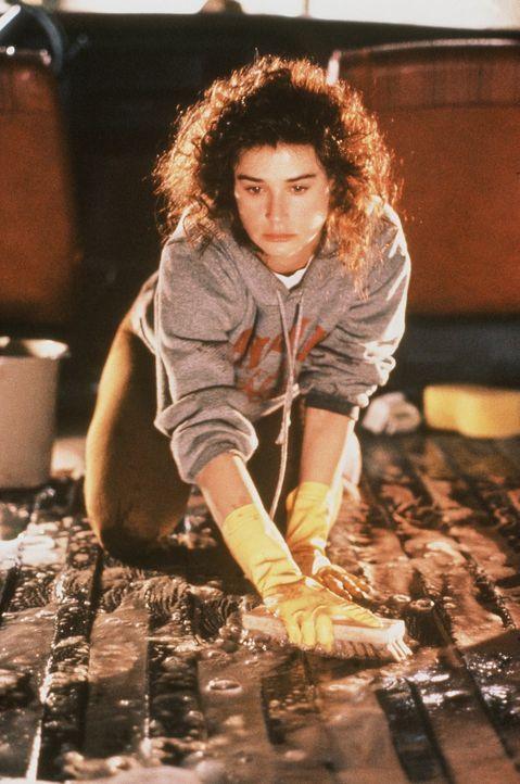 Cynthia (Demi Moore) beseitigt die Spuren der Tat ... - Bildquelle: Columbia Pictures