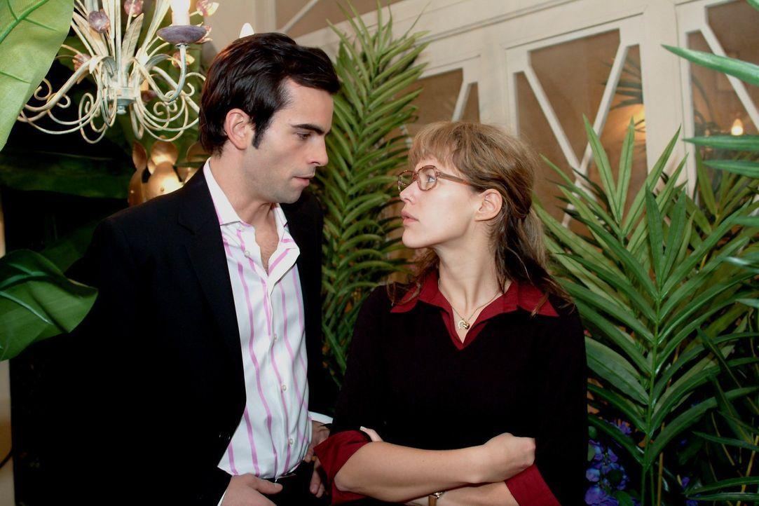 Lisa (Alexandra Neldel, r.) macht ihrem Herzen Luft und sagt David (Mathis Künzler, l.) endlich mal ihre Meinung ... (Dieses Foto von Alexandra Nel... - Bildquelle: Sat.1