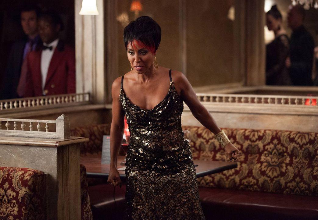 Bekommt die Macht von Carmine Falcone zu spüren: Fish Mooney (Jada Pinkett Smith) ... - Bildquelle: Warner Bros. Entertainment, Inc.