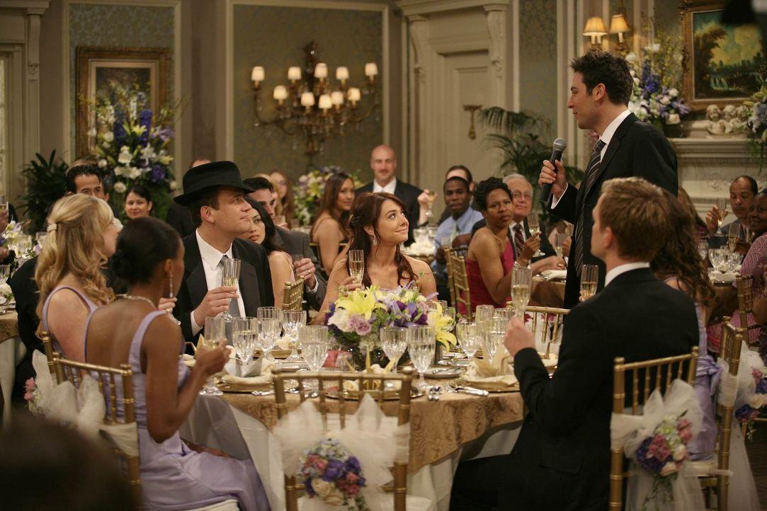 Die Hochzeitsparty ist im vollen Gange und alle amüsieren sich prächtig: Ted (Josh Radnor, 3.v.r.), Marshall (Jason Segel, 3.v.l.), Barney (Neil Pat... - Bildquelle: 20th Century Fox International Television