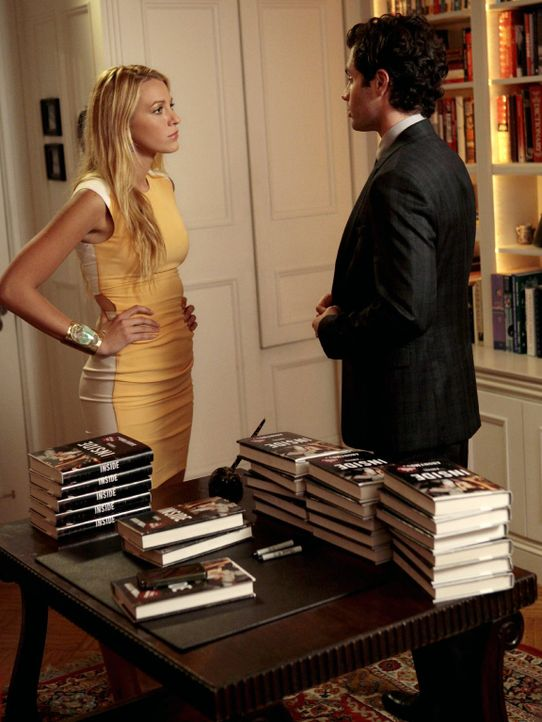 Da Serena (Blake Lively, l.) im Buch als unzuverlässiges Partygirl erscheint und dadurch prompt Schwierigkeiten im Job bekommt, ist sie von Dan (Pen... - Bildquelle: Warner Bros. Television