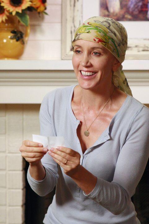 Stella, Lynettes Mutter, geht ungewöhnliche Wege, um ihrer Tochter (Felicity Huffman) die Chemotherapie zu erleichtern ... - Bildquelle: ABC Studios