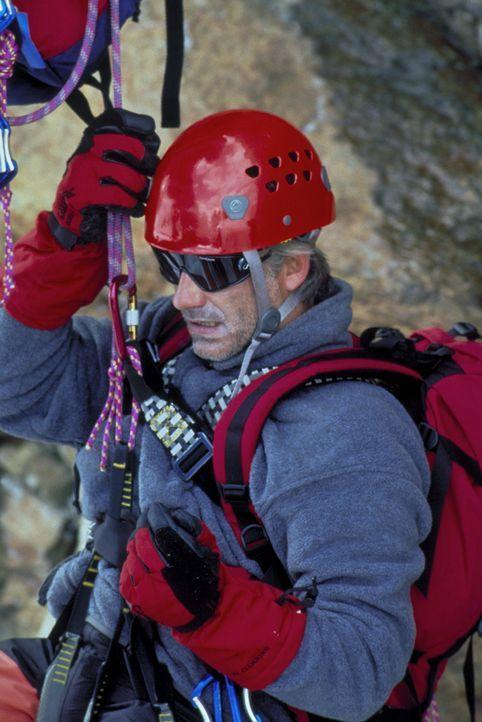 Seine große Leidenschaft sind die Berge: Philipp Gabert (Christoph M. Ohrt). Eines Tages erleidet er während einer Bergtour einen seltsamen Schwä... - Bildquelle: ProSieben