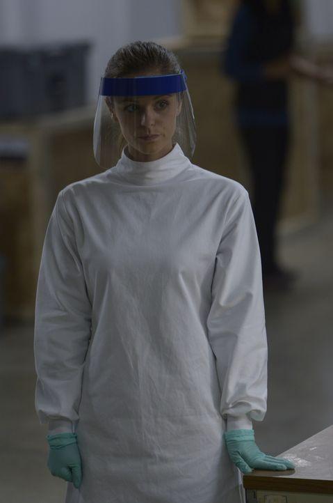 Sarah (Jordan Hayes) glaubt, den ultimativen Schnelltest entwickelt zu haben ... - Bildquelle: 2014 Sony Pictures Television Inc. All Rights Reserved.