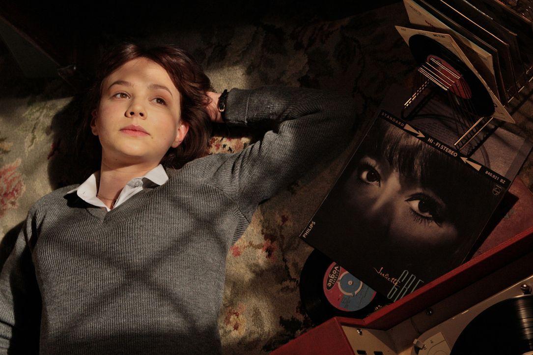 Die junge Jenny Mellor (Carey Mulligan) wächst in einem verschlafenen Londoner Vorort auf und hat nur ein Ziel: Sie will in Oxford studieren. Doch d... - Bildquelle: 2009 An Education Distribution Limited. All Rights Reserved.