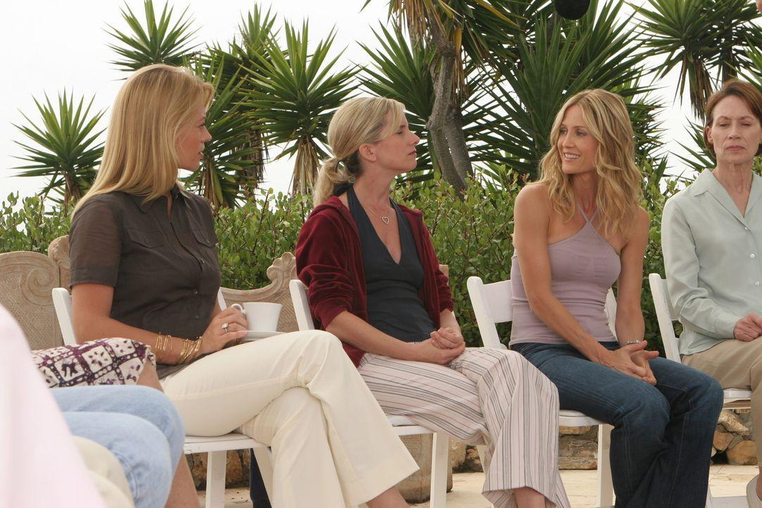 Kirsten (Kelly Rowan, 2.v.r.) fühlt sich in ihrer Therapiegruppe gut aufgehoben ... - Bildquelle: Warner Bros. Television