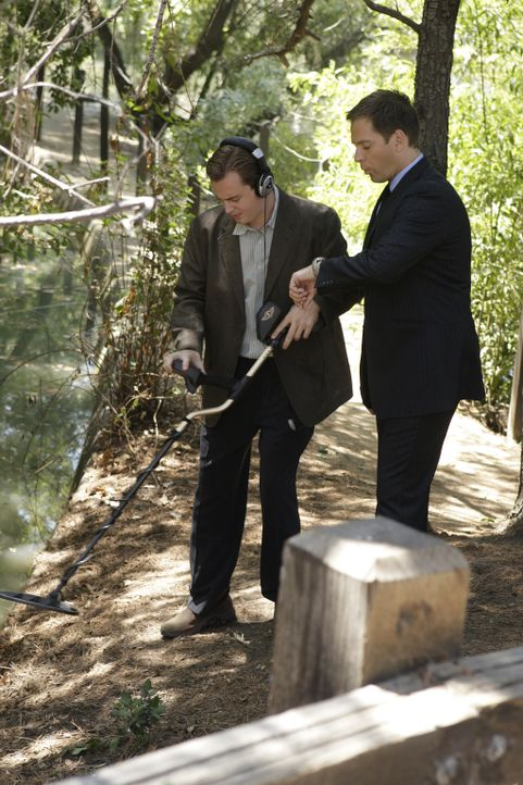 Suchen nach Hinweisen, um einen neuen Mordfall aufzuklären: Tony (Michael Weatherly, r.) und McGee (Sean Murray, l.) ... - Bildquelle: CBS Television
