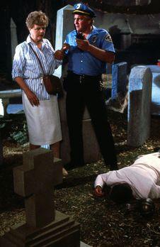 Mord ist ihr Hobby - Allan Gebhart (James MacArthur, M.) und Jessica Fletcher...
