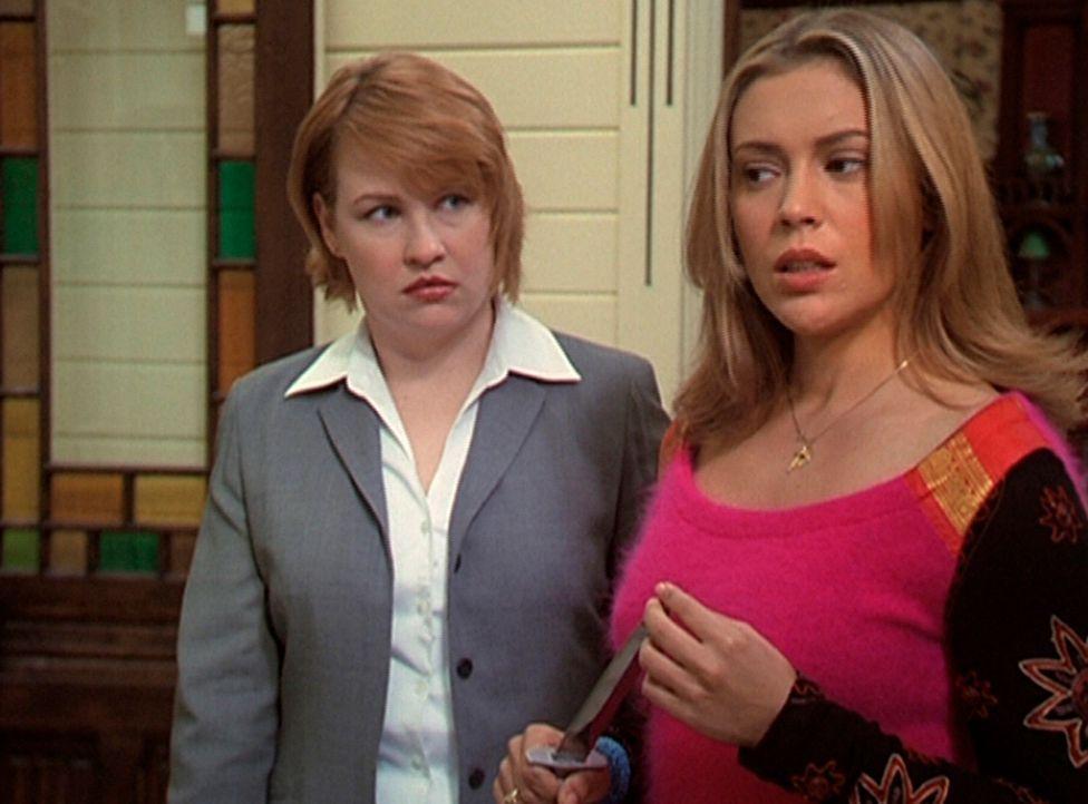 Phoebe (Alyssa Milano, r.) hat Zweifel daran, dass Natalie (Audrey Wasilewski, l.) ein würdiger Ersatz für Leo ist. - Bildquelle: Paramount Pictures