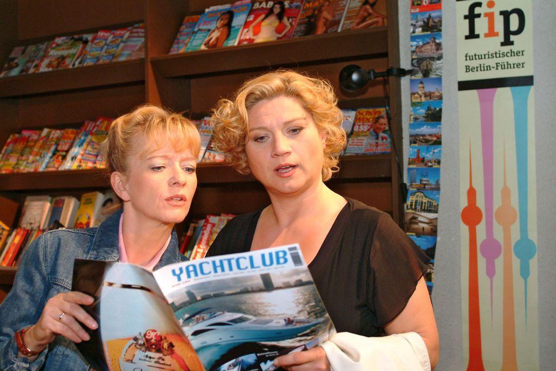 Agnes (Susanne Szell, r.) überredet Helga (Ulrike Mai, l.) dazu, endlich mal den Alltag hinter sich zu lassen und eine Bootstour zu machen. - Bildquelle: Sat.1