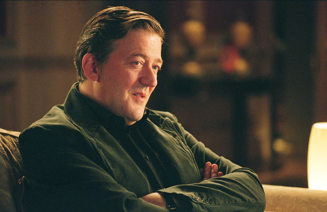 Bis vor kurzem führte der Schmuggler Gordon Deitrich (Stephen Fry) ein äußerst angenehmes Leben. Bis Alistair Harper, ein rücksichtsloser Gangster,... - Bildquelle: Warner Bros. Pictures