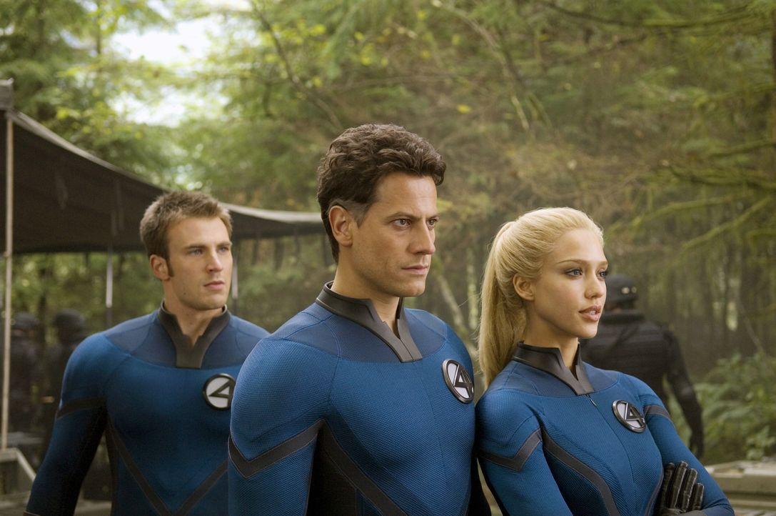 """Erst spät erkennen Johnny (Chris Evans, l.), Reed (Ioan Gruffudd, M.) und Susan (Jessica Alba, r.), dass der """"Silver Surfer"""" selbst das Opfer einer... - Bildquelle: Twentieth Century Fox"""