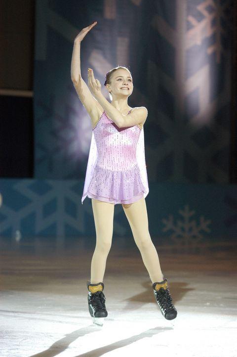Die 14-jährige Katelin (Jordan Hinson) hat nur einen Traum: Sie will eines Tages als Eiskunstläuferin eine Goldmedaille bei den Olympischen Spiele... - Bildquelle: The Disney Channel