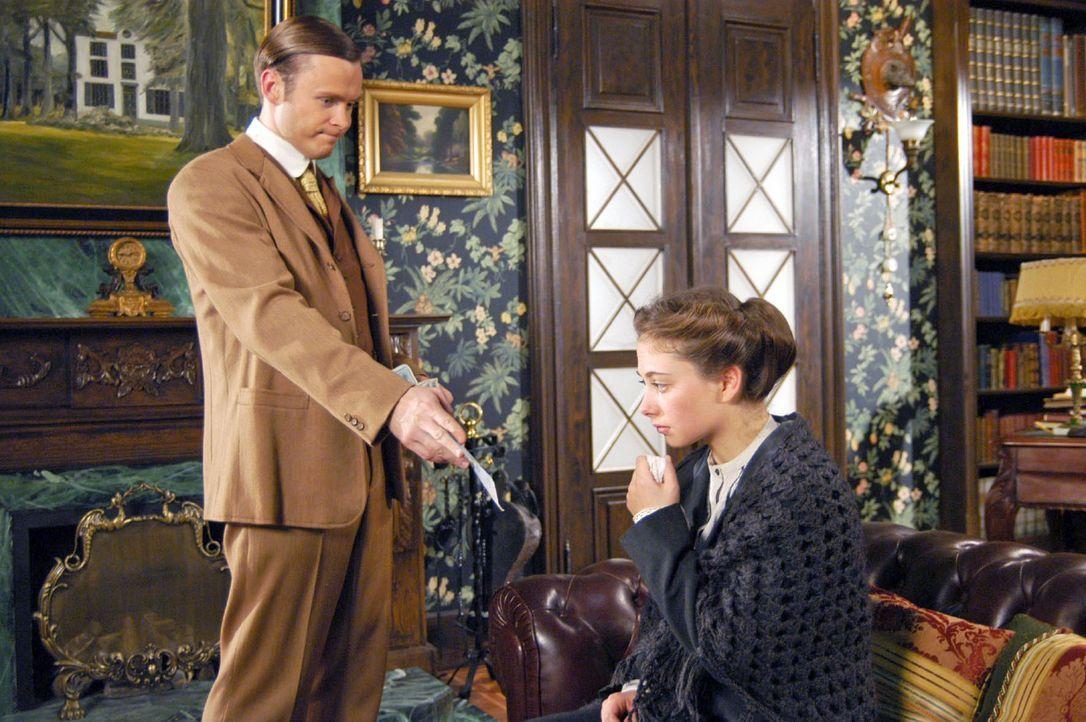 Pauline (Heike Warmuth, r.) ist plötzlich im Hause Gravenhorst aufgetaucht. Sie behauptet, von Alexander schwanger zu sein, und verlangt, dass er si... - Bildquelle: Aki Pfeiffer Sat.1