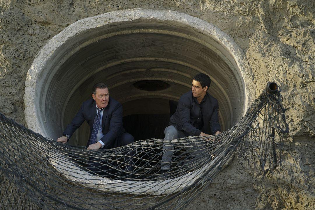 Während Cabe (Robert Patrick, l.) und Walter (Elyes Gabel, r.) darum kämpfen, die Wasserreserven von Los Angeles zu retten, versucht Sylvester, eine... - Bildquelle: Monty Brinton 2016 CBS Broadcasting, Inc. All Rights Reserved.