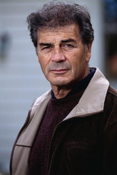 Muss sich sagen lassen, dass er nicht konsequent ermittelt hat: Ex-Cop Steve Carroll (Robert Forster) ... - Bildquelle: Sony Pictures Television International. All Rights Reserved.