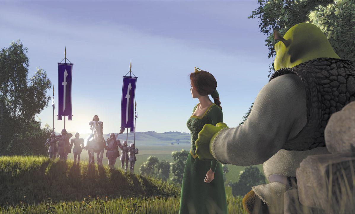 Als Prinzessin Fiona (2.v.r.) ihrem zukünftigen Gatten Lord Farquaad (l.) gegenübersteht, könnte Shrek (r.) in seine geliebten Sümpfe zurückkeh... - Bildquelle: TM &   2001 DreamWorks L.L.C.