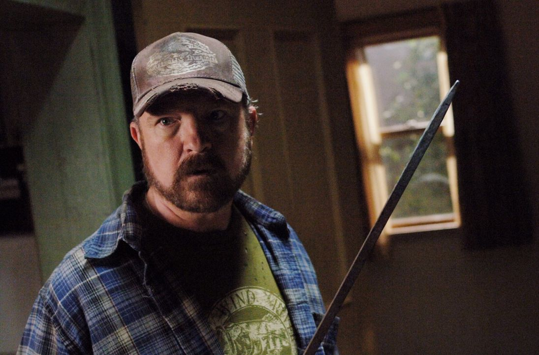 Dean und Sam müssen Bobby (Jim Beaver) helfen, der sich gegen seine Geister-Besucher kaum wehren kann, weil ihn schwere Schuldgefühle plagen. Bald... - Bildquelle: Warner Bros. Television