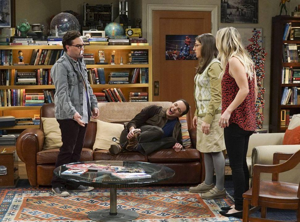 Gelingt es Leonard (Johnny Galecki, l.), Amy (Mayim Bialik, 2.v.r.) und Penny (Kaley Cuoco, r.) den geknickten Sheldon (Jim Parsons, 2.v.l.) nach Be... - Bildquelle: 2016 Warner Brothers