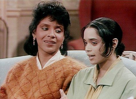 Bill Cosby Show - Clair (Phylicia Rashad, l.) empfiehlt Denise (Lisa Bonet, r...